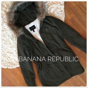 {banana republic} army green utility parka w/ fur